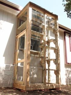 Custom catios and outdoor enclosures to turn any space, big or small, into a fun playground for your cats! Diy Cat Enclosure, Outdoor Cat Enclosure, Pet Enclosures, Reptile Enclosure, Cat Habitat, Cat Cages, Cat Window, Cat Run, Cat Shelves