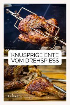 Knusprige Ente von der Rotisserie (Drehspieß) crispy duck from the rotisserie in the grill Side Dish Recipes, Pork Recipes, Chicken Recipes, Sausage Recipes, Grilled Ham, Grilled Tomatoes, Chicken Sandwhich, Grilling Sides, Roast Duck