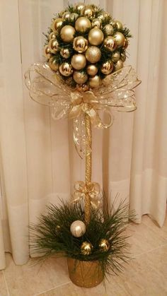 Exceptional Xmas decorations detail are readily available on our internet site. Check it out and you wont be sorry you did. Christmas Flower Decorations, Christmas Topiary, Christmas Floral Arrangements, Christmas Centerpieces, Christmas Art, Christmas Wreaths, Christmas Ornaments, Deco Table, Simple Christmas