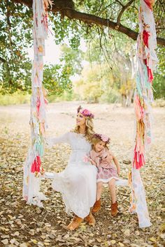 Flower crown family photos by Jessica Downey Photo | Lauren Ristow Photography | 100 Layer Cakelet