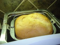 Amish Bread Recipe (for the Bread Machine)- Made this on the dough setting, placed in a loaf pan, egg wash, then let it rise for another 30 minutes. Bake for 30 minutes on SOOOO light and delicious - we ate the whole loaf in a day. (egg and bread recipes) Amish Bread Recipes, Bread Maker Recipes, Amish Bread Machine Recipe, Bread Maker Machine, Cake Recipes, Ma Baker, Amish Friendship Bread, Bread And Pastries, Stromboli