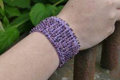 Perlenarmband gehäkelt mit Rocailles lila von perlenchris auf Etsy