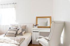 ein wunderschönes, lichtdurchflutetes Schlafzimmer von HARTL HAUS Kunden Office Desk, Furniture, Home Decor, Modern Bedroom, Nice Asses, Desk Office, Decoration Home, Desk, Room Decor