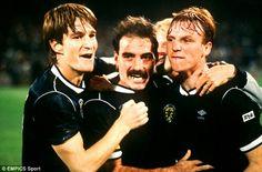 Win: Scotlands Alex McLeish (right), Willie Miller (centre) and Richard Gough (left) celebrate