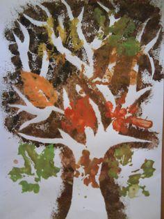 Podzimní strom - tupování přes šablony + otisky listů