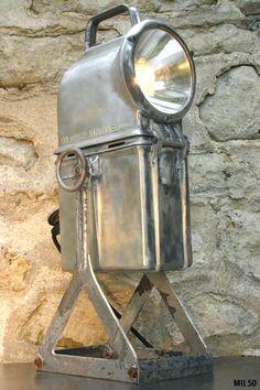 Lampe de mineur vers 1950, joli modèle de lampe industrielle, fonte d'aluminium, câblage sur secteur