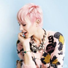 Pink hair I love everything about this pic Pastel Hair, Pink Hair, Blue Hair, Pixie Hairstyles, Pretty Hairstyles, Pixie Haircuts, Capital Hair And Beauty, Short Cropped Hair, Crop Hair