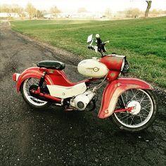 Ein tiiiiiiieeeeefer Star von @max_etnies ! Nice!   Wir wünschen euch an dieser… Moped Scooter, Vespa Scooters, Beast From The East, Oldschool, Bobber Chopper, 50cc, Hot Bikes, Star Wars, Love Car