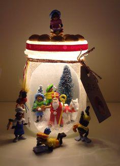 Gezellige Sinterklaas pot geknutseld met de sint en pietjes van AH.