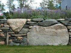 At Northshire Bookstore, Manchester, Vermont, USA. By http://www.ogdenchalmers.com/projects-home. Photo: http://10engines.blogspot.com.es/2011/06/stone-work-ogden.html