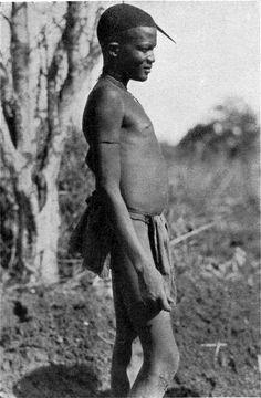 Abb. 66. Moru mit einer Sicherheitsnadel als Haarschmuck. by collection of old photos, via Flickr