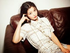 Kim Yoo-jung featured in a fashion magazine. Kim Yoo-jung looks playful in her wavy hair and huge radio under her arms. Child Actresses, Korean Actresses, Korean Actors, Actors & Actresses, Kim Yu-jeong, Kim You Jung, Cha Tae Hyun, Korean Entertainment, Bae Suzy