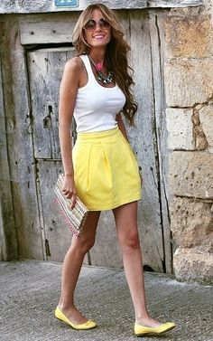 Love the yellow skirt and shoes :)