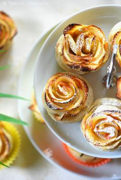 Apple Roses in Puff Pastry - Only 3 ingredients and easy to make! Maybe for mothers day?