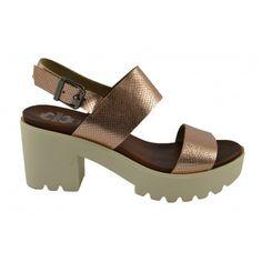 38642524c44 Hoy son las  sandalias metálizadas de PORRONET las que entran en nuestro  dressing Zapatos Que