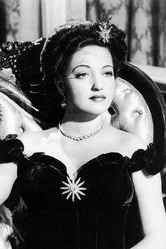 Dorothy Lamour, so beautiful & classy