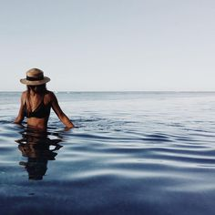 Simple and chic black bikinis иде фото ideias de fotos, fotos de verão і fo Photo Summer, Summer Pictures, Beach Pictures, Summer Of Love, Photo Pour Instagram, Images Instagram, Disney Instagram, Instagram Photo Ideas, Summer Instagram Pictures