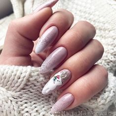 If you are getting ready for the holidays by painting a winter wonderland on your nails, these Cutest Christmas Nail Art DIY Ideas will surely give you a cheerful Christmas season this year. Cute Christmas Nails, Christmas Nail Art Designs, Xmas Nails, Winter Nail Designs, Cute Nail Designs, Reindeer Christmas, Christmas Time, Stylish Nails, Trendy Nails