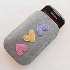 Felt Crafts Diy, Felt Diy, Handmade Felt, Crafts For Kids, Arts And Crafts, Felt Phone Cases, Diy Phone Case, Baby Clip Art, Crochet For Beginners