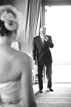 dad's first look at bride