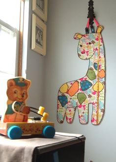 Love the giraffe growth chart! Think I might attempt my own.