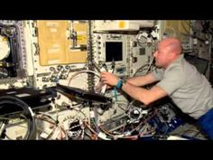 ▶ André Kuipers in de ruimte. André Kuipers in space. - YouTube