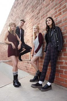 For its fall 2015 campaign, Forever 21 puts the spotlight on back to school style with images featuring top models Anna Speckhart, Ashley Smith… Teen Fashion Outfits, Fashion Shoot, Fashion Ideas, Forever 21, Shop Forever, Fast Fashion, Estilo Street, Jugend Mode Outfits, Oldschool