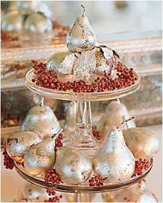 Sparkle Pears / Image via: Inspired Design #sparkle #holidaydecor