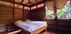 Esta una habitación individual para un hotel en Costa Rica. Es muy caro pero muy bonito.