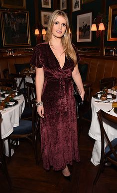Lush Lady from Lady Kitty Spencer's Best Looks Princess Diana donned a velvet dress to a holiday dinner hosted by Polo Ralph Lauren. Lady Eliza Spencer, Kitty Spencer, Princess Diana Niece, Princess Charlene, Wedding Guest Style, Red Velvet Dress, Royal Fashion, Women's Fashion, Catwoman