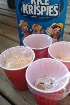 Easy Camping hack with Solo cups, ziploc bags and your favorite cereal. Store it, eat it, and re-use the cup for later on your camping trip. Genius.