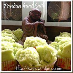An Auspicious Steamed Cake To Celebrate My Blog Anniversary–Pandan Huat Kuih (香兰发糕)