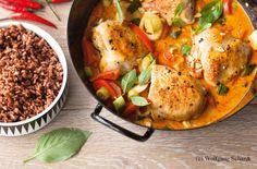 Huhn in Erdnusssauce mit rotem Reis