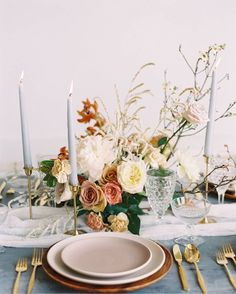 Wedding Table Settings, Wedding Table Centerpieces, Flower Centerpieces, Wedding Tables, Wedding Reception, Antique Wedding Decorations, Centrepieces, Place Settings, Floral Wedding