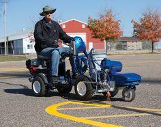 Utilisation de l'appareil de traçage électrique Graco LineLazer 1000 ES : marquage au sol d'un parking.