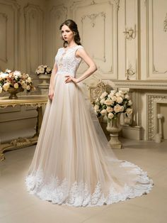 31e3eea5c416 Krásne svadobné šaty so širokou sukňou zdobenou čipkou a čipkovaným vrškom Svadobné  Šaty