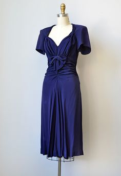 Shop Feminine Timeless French Style Inspired By Vintage Clothing : vintage navy silk rayon dress with bows 1940s Outfits, 1940s Dresses, Vintage Dresses, Vintage Outfits, Vintage Wardrobe, Pretty Outfits, Pretty Dresses, Beautiful Dresses, Christian Dior