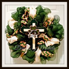 St Patricks Day Green and Chevron Welcome Cross Wreath, BR025