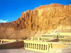 Templo de la faraona Hatshipsut, en su tour por la ciudad de Luxor y visita de la orilla occidental #Luxor_tour #Egipto #Hurgada_mar_rojo