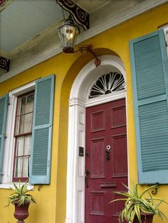 New Orleans Creole cottage entrance