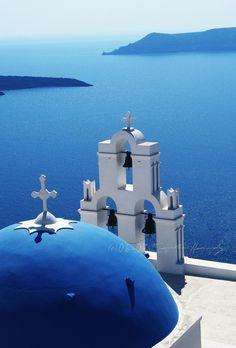 I want to go here! Santorini, Greece. Photo by Samantha Nandez #travel #photography