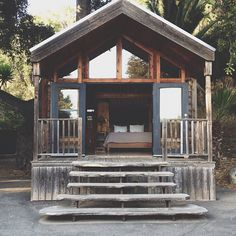 Easy to Build Tiny House Plans! This tiny house design-build video workshop shows how… Little Cabin, Little Houses, Tiny Houses, Mini Chalet, Cabin In The Woods, Beach Shack, Surf Shack, Cabins And Cottages, Small Cabins