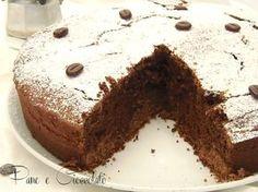 La mia ricetta della torta al caffe e' sofficissima e semplice da fare. Potete prepararla per servirla agli ospiti come accompagnamento del caffe' oppure per la colazione