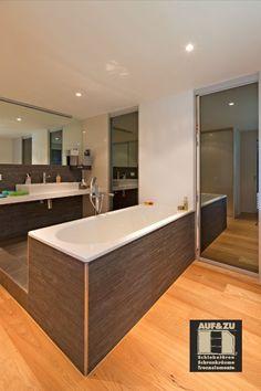 Diese Spiegelschiebetüren machen zum einen das Bad größer, bieten Fläche für den Spiegel und trennen das Bedezimmer vom Hauswirtschaftraum ab. Mehrfachnutzung in einem kann man da nur sagen. Bad, Panel Room Divider, Mirrors, Architecture