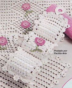 Facilite Sua Arte: Jogo de Banheiro 4 - Porta Papel Crochet Home, Easy Crochet, Crochet Baby, Crochet Rug Patterns, Crochet Doilies, Bathroom Crafts, Filet Crochet Charts, Crochet Amigurumi, Crochet Decoration
