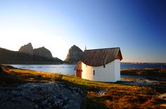 The Petter Dass chappel.no norway The Golden Compass, Beautiful Norway, Lofoten, The Good Place, Coastal, Beautiful Pictures, Places To Visit, Around The Worlds, House Styles