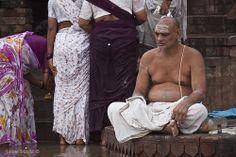 Meditating man. Varanasi (Benares), India. By Jaime Maciá jaimemacia.tumblr.com