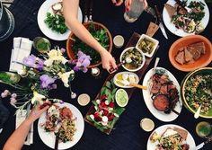 「ギャザリング」最近よく耳にしますね。「gathering」とは「集まり」を意味する言葉。食べ物を持ち寄ったり、テーマを決めたりして気軽に楽しむ、新しいホームパーティのスタイルです。