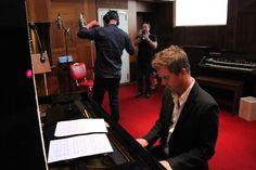 Tony Mortimer at piano (photo by Zuzana Polakova)