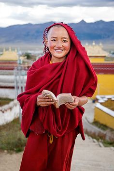 A soul lifted. 小喇嘛(Little Tibetan Lama,Sichuan,China), via Flickr.